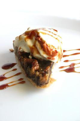 Dhanggit's Kitchen: Milk Chocolate Honey Walnut Pie