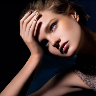 beauty trends, Trend-Filled Thursdays, gold beauty products, makeup