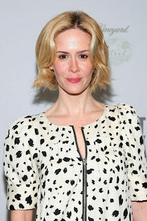 beauty trend, makeup trend, bright pink lips, lipstick, lipgloss, celebrity, Sarah Paulson