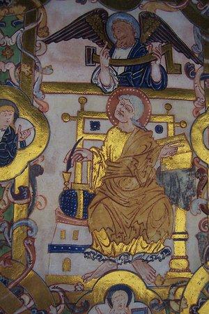 biblia-en-la-bilioteca-de-winchester