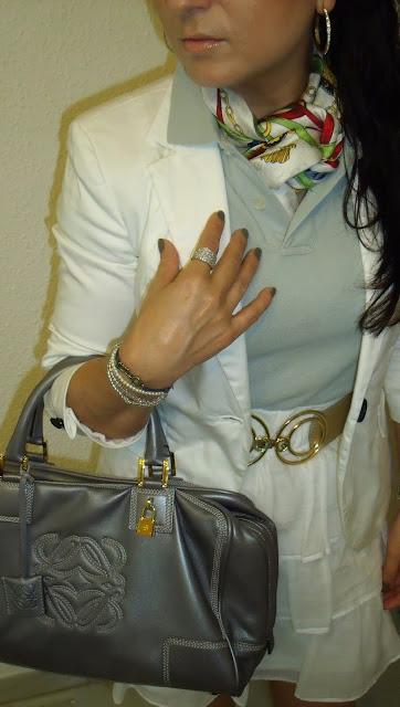 outfit-con-amazona-de-loewe