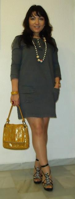 outfit-con-vestido-gris