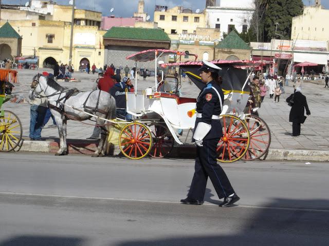 mujer-policia-en-meknes