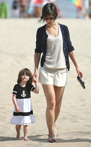 suri cruise and katie holmes on the beach