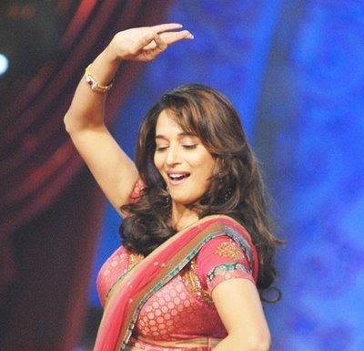 hum aapke hain koun wallpapers. Her performance in Hum Aapke Hain Koun! (1994) was the crowning glory of