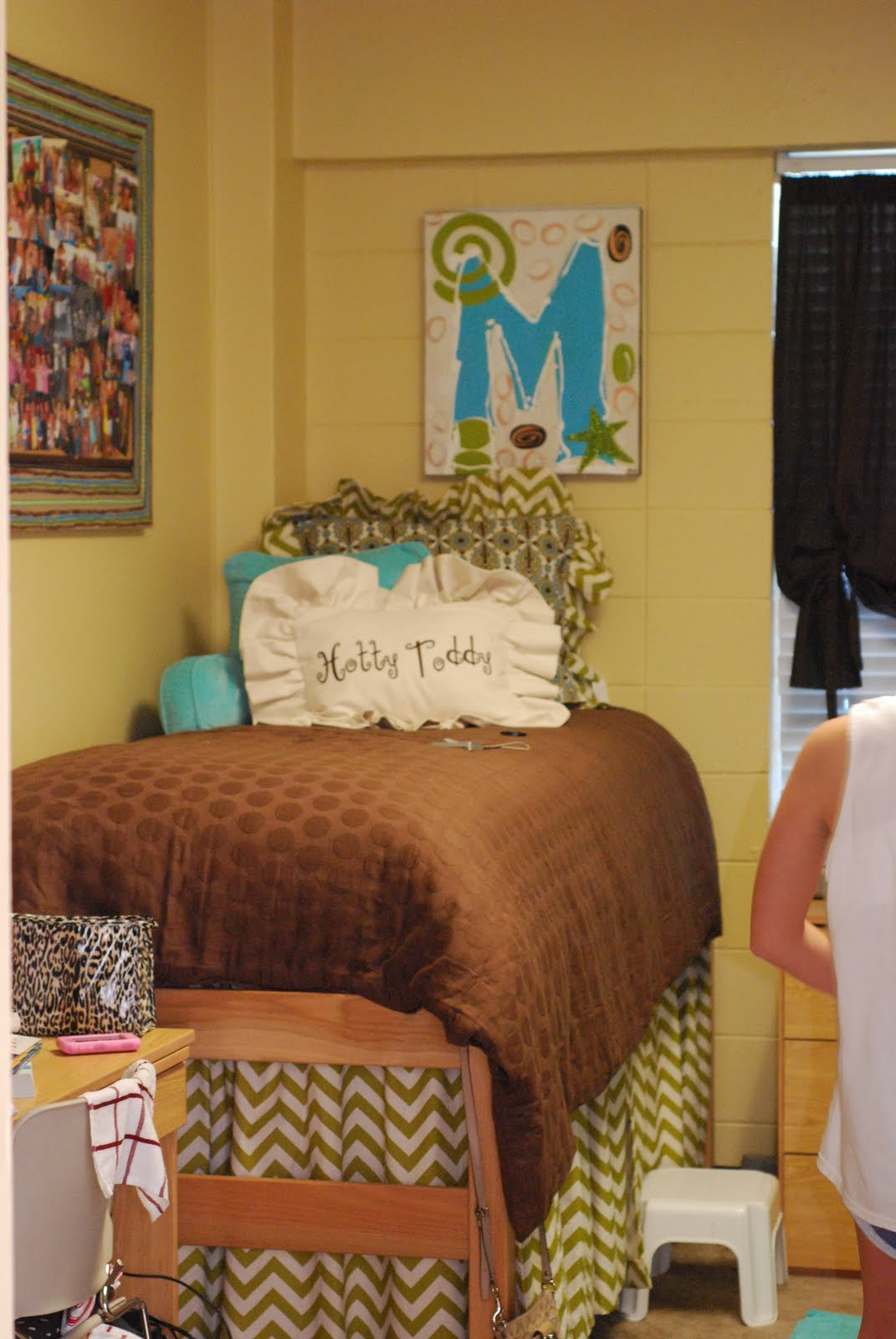 tootledoo designs Dorm Rooms ~ 055653_Sorority Dorm Room Ideas