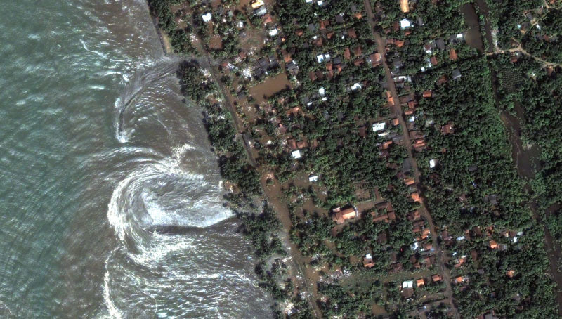 slid under the other to aceh and after Boxing+day+tsunami+2004+wave
