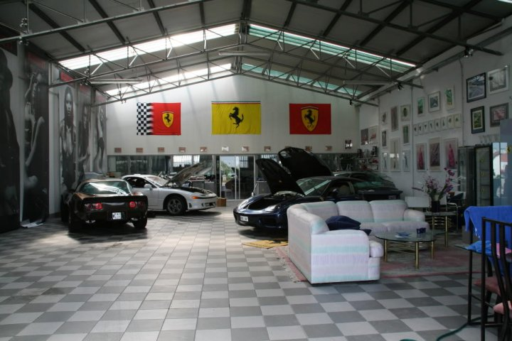 Hot cars tv a few of the world 39 s most beautiful garages for Attractive carport