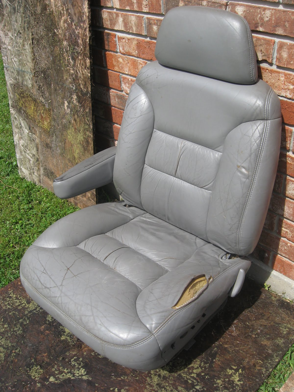 Hott sale 98 chevy tahoe grey leather seats 175 new orleans
