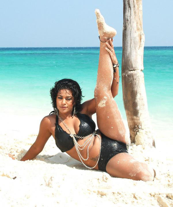 [Mumaith+khan+Bikini+Photos.jpg]