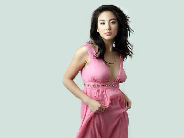 Foto Zhang Yuqi Artis Dan Model Cantik China