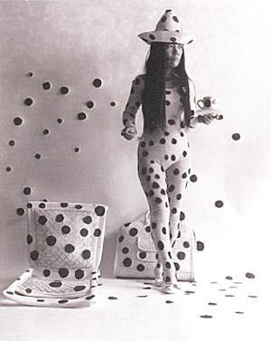 [yayoi_kusama_self_obliteration_by_dots_s.jpg]