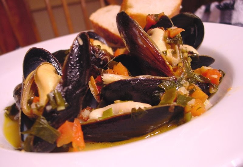 Bean 39 s bistro succulent mussels with green salad for Where to buy sushi grade fish near me
