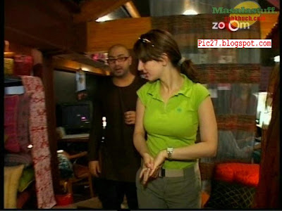Suzzane Roshan Hottest Photos in Tight Green T-shirt