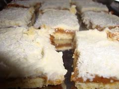 """Cuadrados """"Argentinos"""" dulce de leche, crema chantilly y coco"""