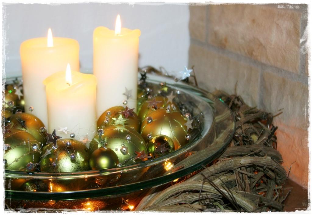 gro e fenster weihnachtlich dekorieren wundersch ne gro e. Black Bedroom Furniture Sets. Home Design Ideas