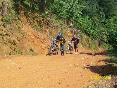 kring gowes: Curug Cigentis Karawang