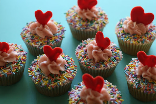 Une-deux senses: Sprinkles Strawberry Cupcakes