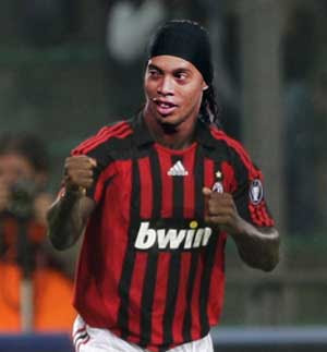 Despacho Del A.C Milan (Lejo91) Ronaldinho-akhirnya-setujui-kontrak-milan