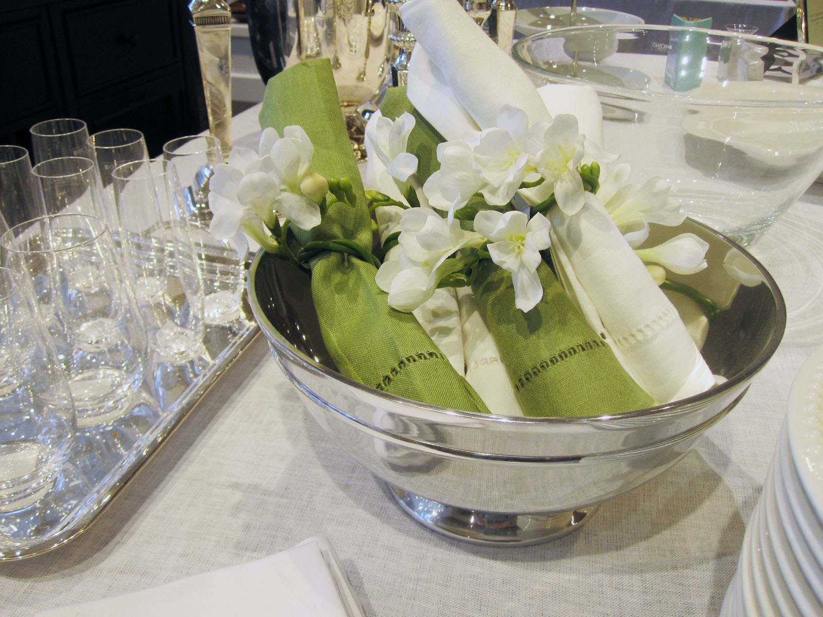 how to wrap silverware in paper napkins for buffet