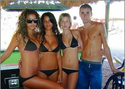 girls in bikini
