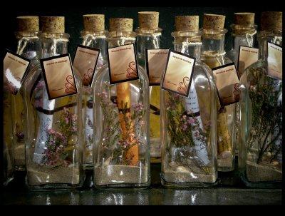 botellas de prosperidad son las que yo preparo para adornar en la