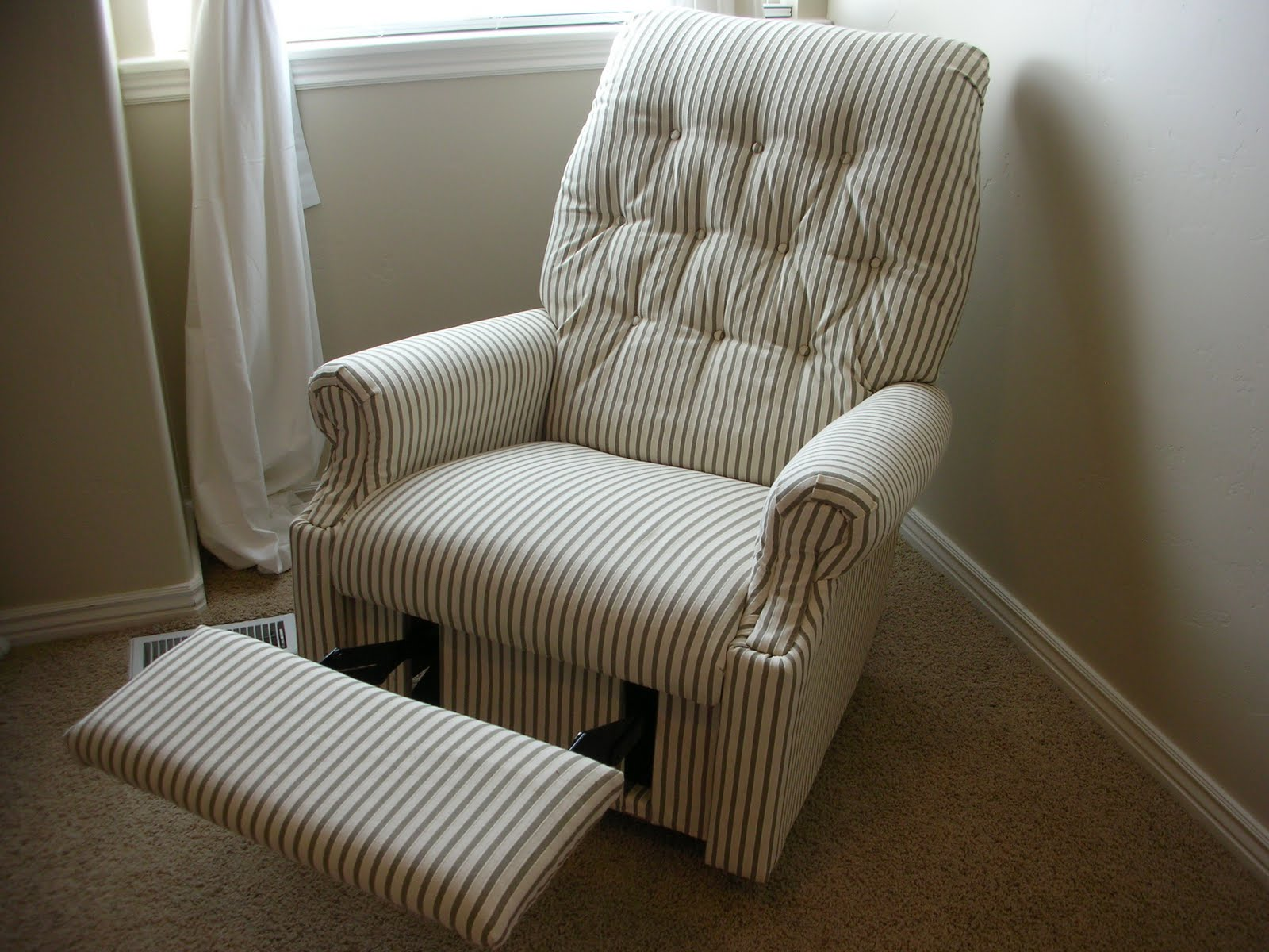 Do it yourself divas diy reupholster an old la z boy recliner Reupholster loveseat