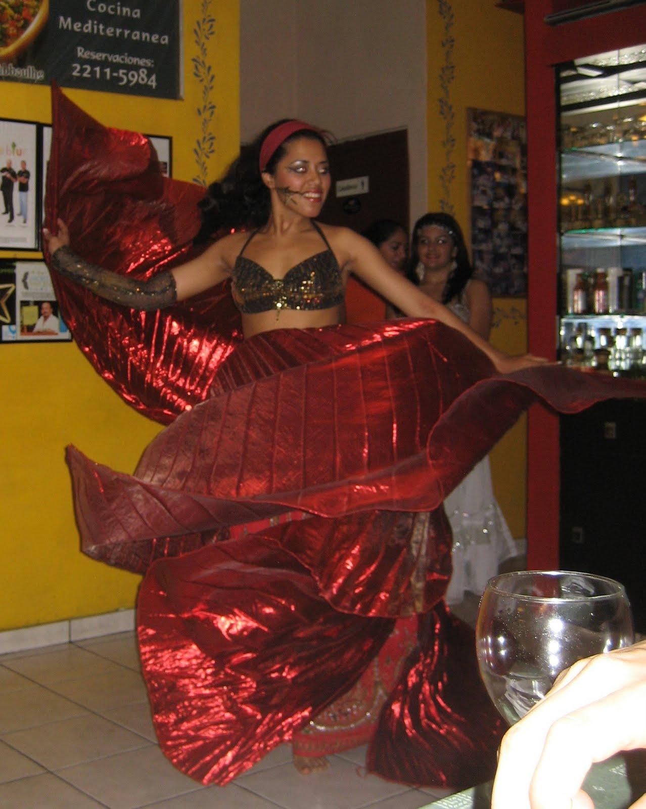 http://1.bp.blogspot.com/_B_ERTG0NUgM/TCytLC_2OII/AAAAAAAAAIs/Z2XJi9GaSxg/s1600/Belly+dancing+004.jpg