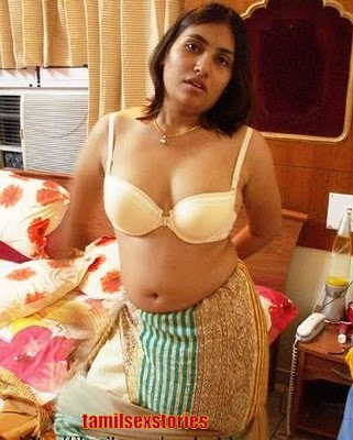 Aunty Dengulata: Hot SOUTH Aunties Cleavage Show