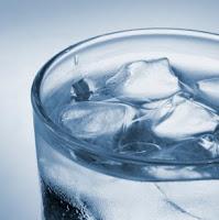 Minum Air Es Bisa Membuat Gemuk.