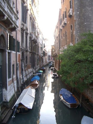 italy photos venice in the afternoon sun shining on boats qiet backwater very beautiful