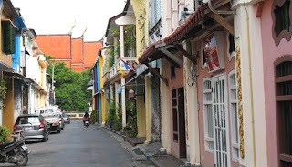 View along Soi Rommani towards Wat Mongkhon Nimit
