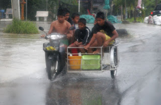 6 wet kids on a bike with sidecar