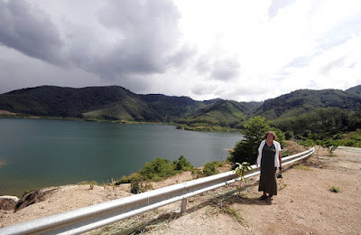 Mum at new reservoir in center of Phuket