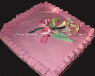 Articole culinare : Tort roz cu flori de camp
