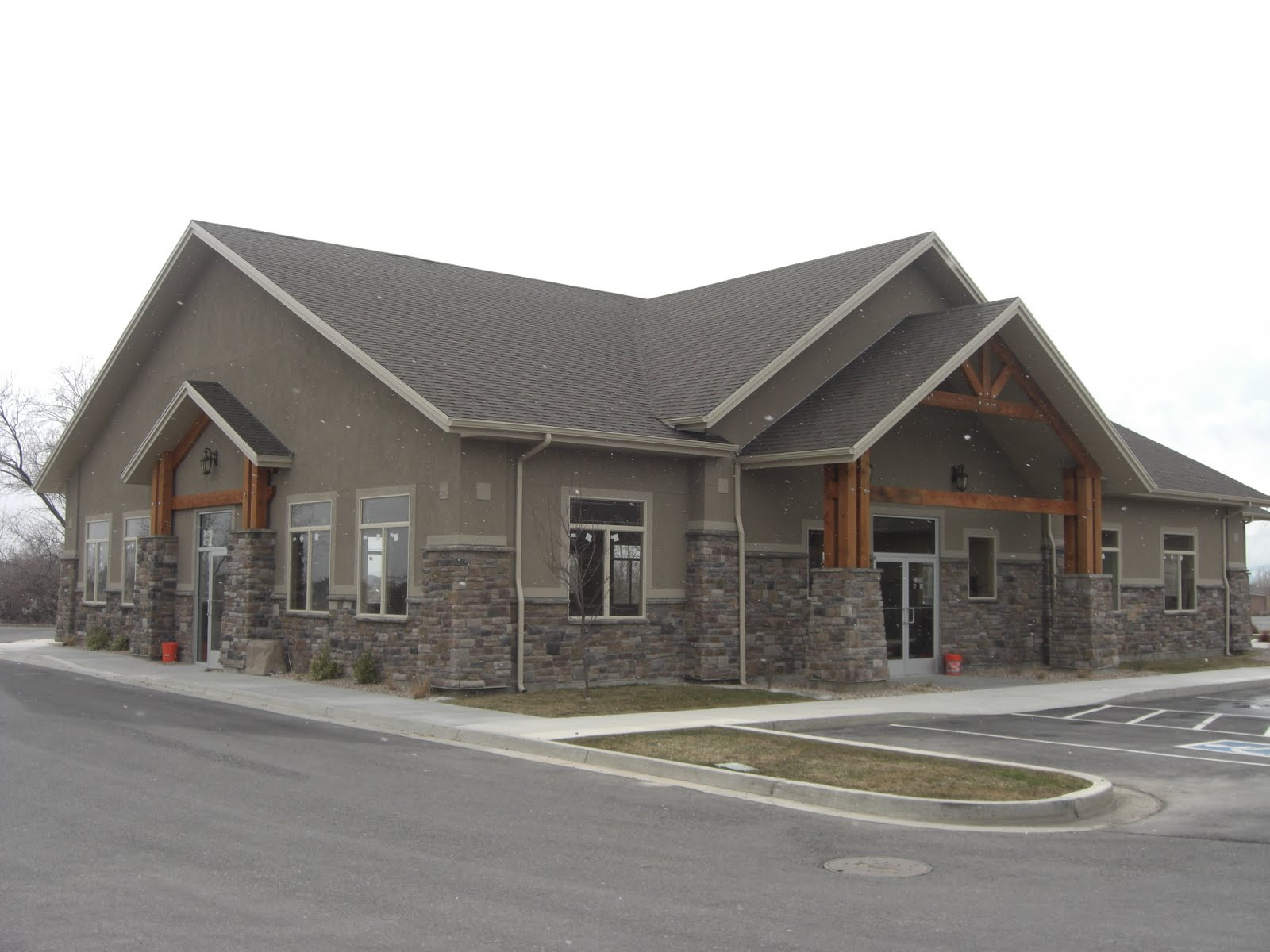This Is An Office Building In Highland We Did For Dave Lewis And Arrowstar  Construction, We Did Just The Stucco On This Building