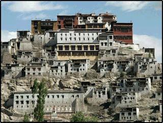Viaje en moto a Ladakh Ladakh_monastery