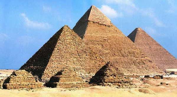 Les pyramides d'Égypte. Qui les a construits ? Grandes_pyramides