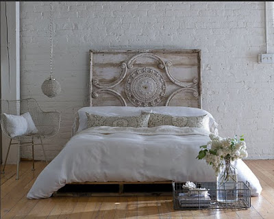 Neoclassical style bed