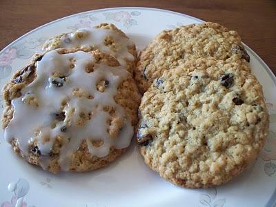 The Sugar Queen: Iced Oatmeal Raisin Cookies