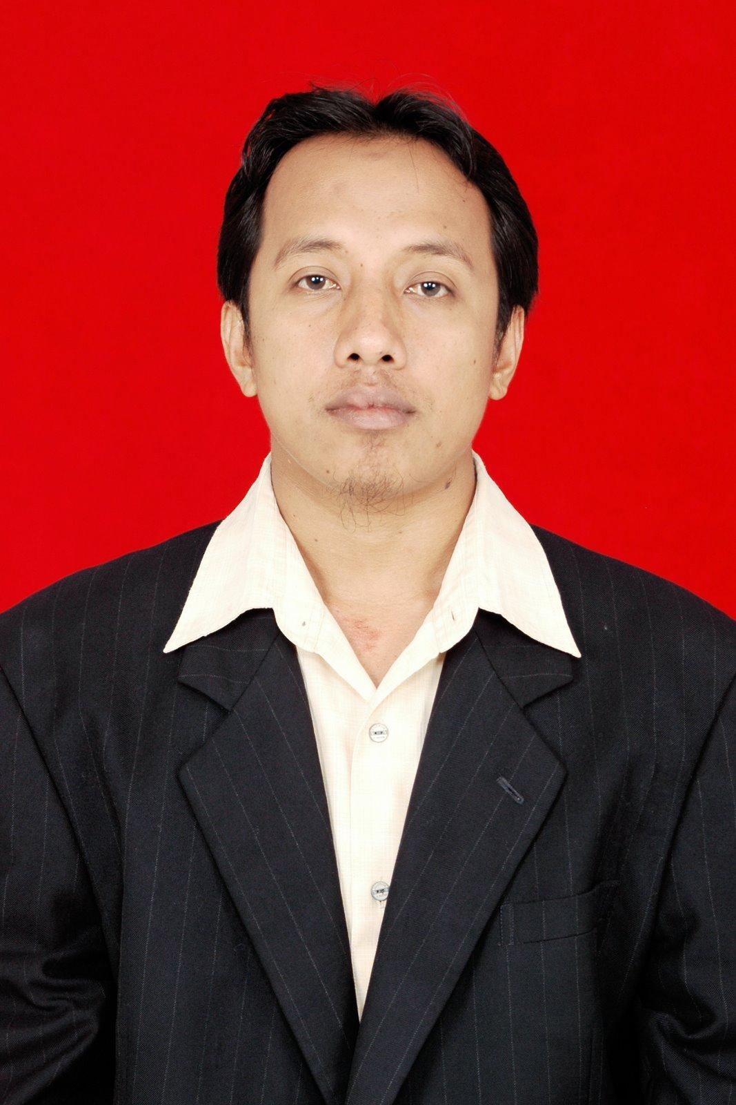 Administartor : Iskandar, S.Pd, M.Pd
