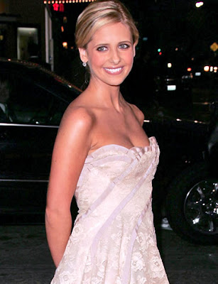 Sarah Michelle Gellar is Starbucks Smiley