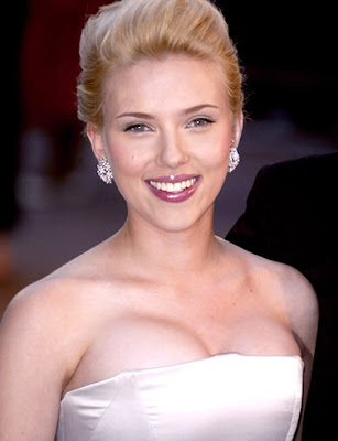 Scarlett Johansson Shows Spirit In Paris