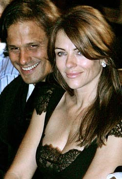 Elizabeth Hurley denies break up with hubby