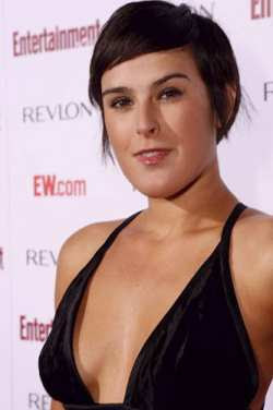 Rumer Willis Gets Smart For Windows 7