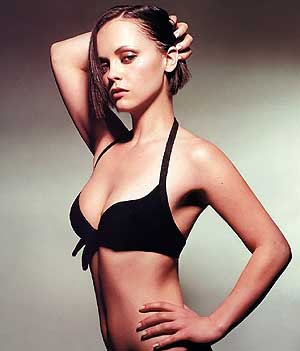 Christina Ricci can't see herself in mirror