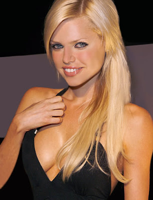 Sophie Monk engaged to long-time friend Jimmy Esebag