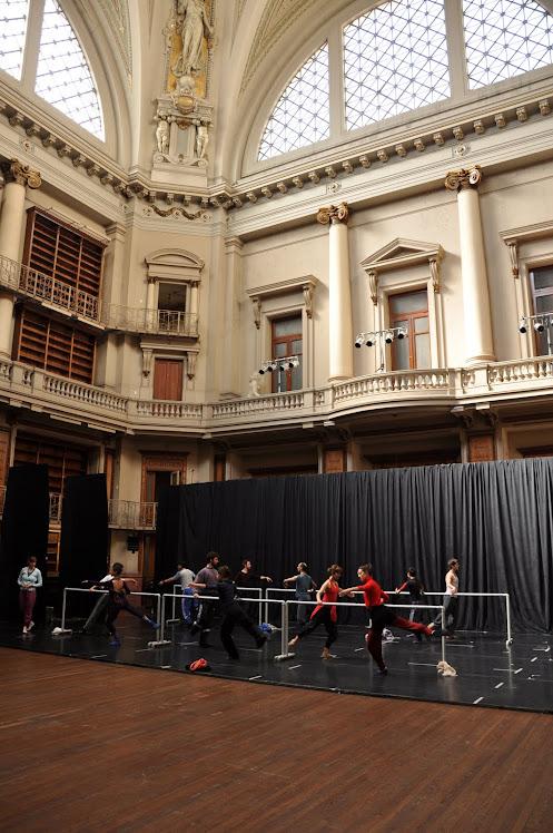 Compañía Nacional de Danza Contemporánea haciendo clase en la Sala Williams antes de la función