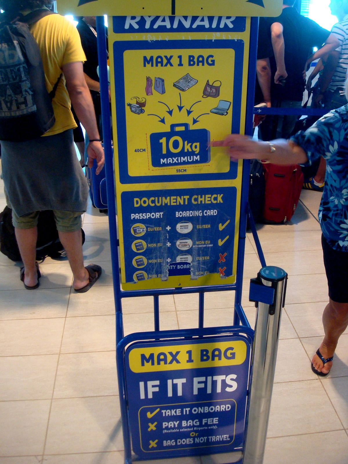 Ryanair+Bag+Check.jpg