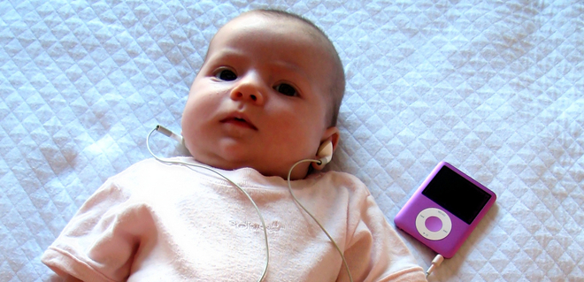 Cute baby listening music in ipod desktop wallpaper